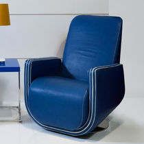 Contemporary armchair / leather / central base