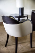 Contemporary armchair / leather / on casters / star base