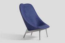 Traditional fireside chair / leather / oak