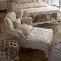 Classic chaise longue / fabric / wooden