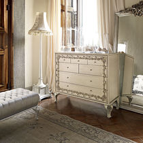 Classic chest of drawers / lacquered wood / white