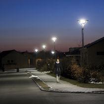 Urban lamp post / contemporary / cast aluminum / polycarbonate