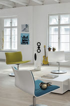 Standard fireside chair / contemporary / leather / indoor