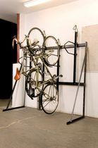 Wall-mounted bike rack / steel