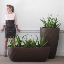 Polyethylene planter / oval / round / contemporary