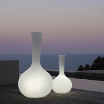 Contemporary vase / polyethylene