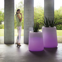 Polyethylene garden pot / illuminated