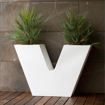 Polyethylene planter / contemporary