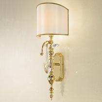 Classic wall light / brass / incandescent