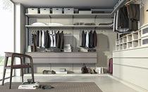 Corner walk-in wardrobe / contemporary / lacquered wood