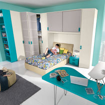 Boy's bedroom furniture set / green