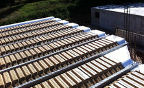 Structural floor with girder-slabs / concrete / wooden interjoist / insulated