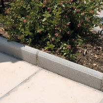 Garden edging / concrete / linear / horizontal