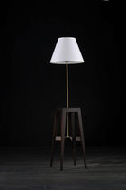 Floor-standing lamp / contemporary / wood / tripod