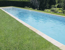 In-ground swimming pool / concrete / outdoor