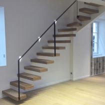 Quarter-turn staircase / wooden steps / without risers / contemporary