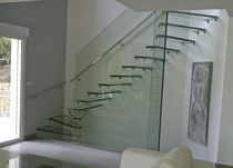 Quarter-turn staircase / glass steps / glass frame / without risers