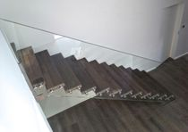 Straight staircase / wooden steps / with risers / contemporary