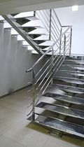 Half-turn staircase / stainless steel steps / metal frame / without risers