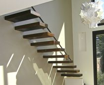 Straight staircase / wooden steps / metal frame / without risers