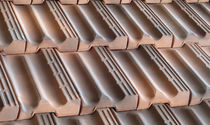 Interlocking roof tile / clay