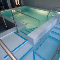 Metal handrail / for swimming pools