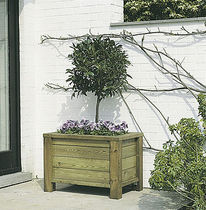 Wood planter / residential / square / traditional