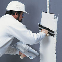Smoothing coating / for walls / plaster