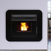 Pellet fireplace insert / remote-controlled