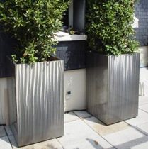 Metal planter / for public areas / contemporary