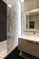 Fixed shower screen / illuminated