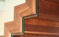Straight staircase / wooden steps / steel frame / with risers