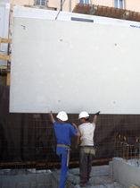Concrete retaining wall / modular / prefab