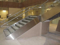 Quarter-turn staircase / concrete steps / metal frame / with risers