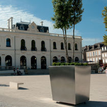 Stainless steel planter / square / contemporary / for public spaces