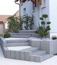 Concrete step / high-resistance