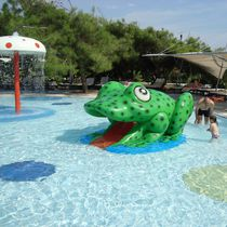 Upright slide / for aquatic parks