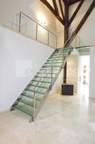 Straight staircase / glass steps / metal frame / without risers