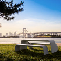 Public bench / minimalist design / high-performance concrete