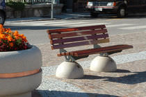 Public bench / traditional / concrete / in wood