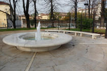 Public fountain / concrete / marble / contemporary