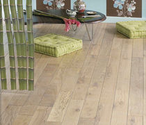 Solid parquet flooring / engineered / glued / oiled