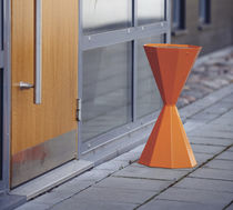 Pedestal ashtray / steel / for outdoor use / for public spaces