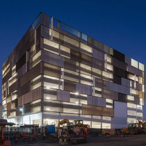 Aluminum solar shading / for facades / swiveling / vertical