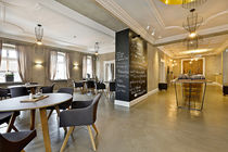 Contemporary dining table / wooden / round / commercial
