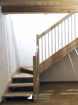 Quarter-turn staircase / wooden steps / wooden frame / without risers
