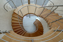 Helical staircase / wooden steps / metal frame / without risers