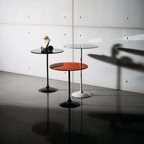 Contemporary side table / glass / lacquered metal / round
