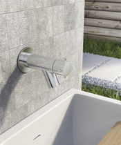 Drinking fountain single tap / wall-mounted / chromed metal / garden