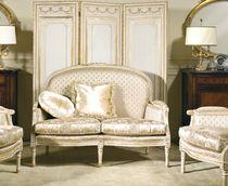 Classic sofa / fabric / 2-seater / beige